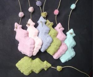 azucarillos colgantes de colores