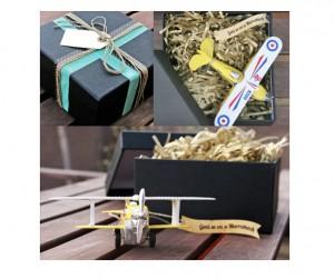 caja sorpresa con el destino del viaje