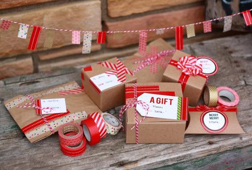 Paquetes envueltos con cinta japonesa