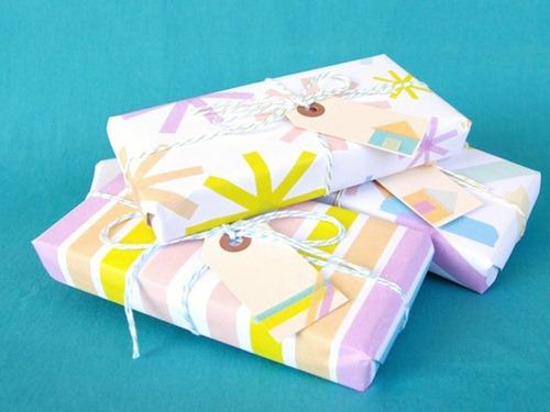 Tres paquetes envueltos con washi tape