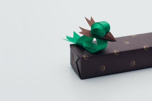 Pájaro hecho con lazos de Ribbonesia