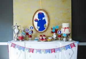Mesa con dulces en la fiesta de Blancanieves