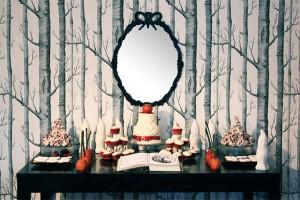 Mesa decorada para fiesta temática de Blancanieves