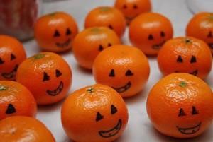 Decoración Halloween, calabazas y mandarinas